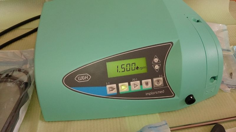 Продаю физиодиспенсер ImplantMED Si-923, наконечник W&H