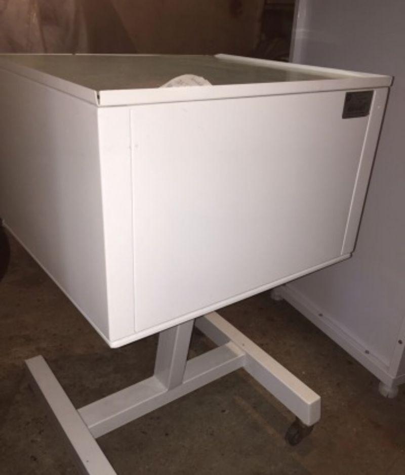 Стоматологический столик с ящиками и ультрафиолетом