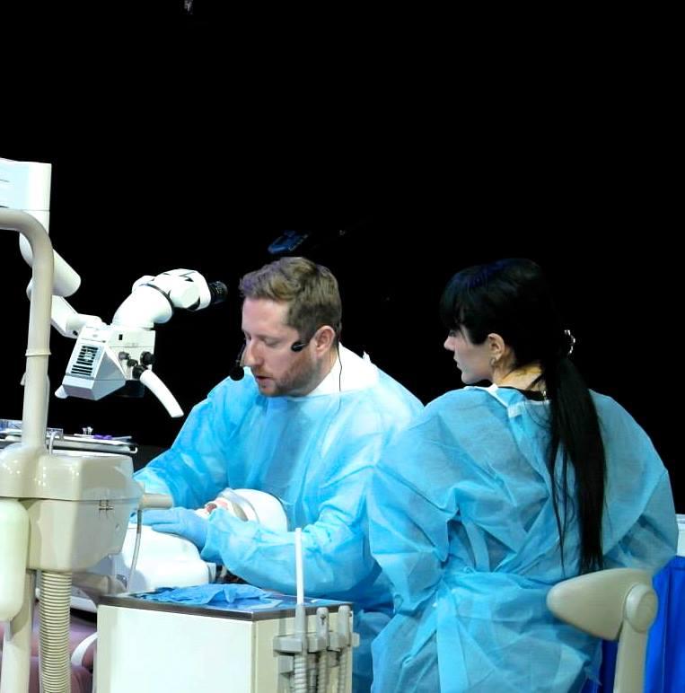 Восстановление передних зубов с помощью адгезивных керамических реставраций
